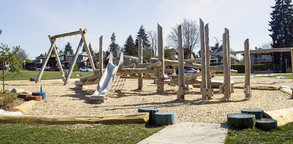 Cour à bois - Aires de jeux naturelles en bois massif